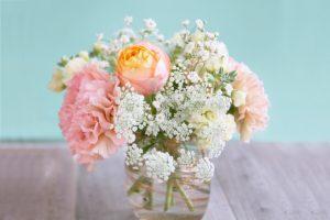 毎週月曜に花を飾るわけ