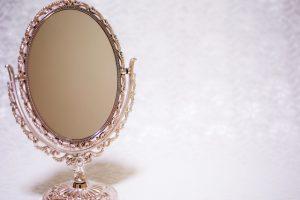 一日に何度鏡を見ていますか?